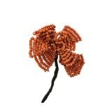 Fiore con lavorazione in filo e conterie in metallo